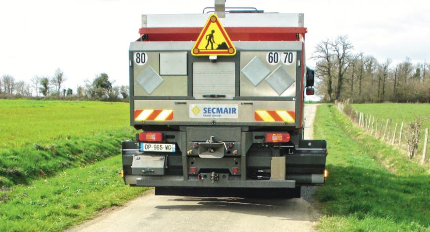 Le répandeur gravillonneur Chipsealer 360 de Secmair.