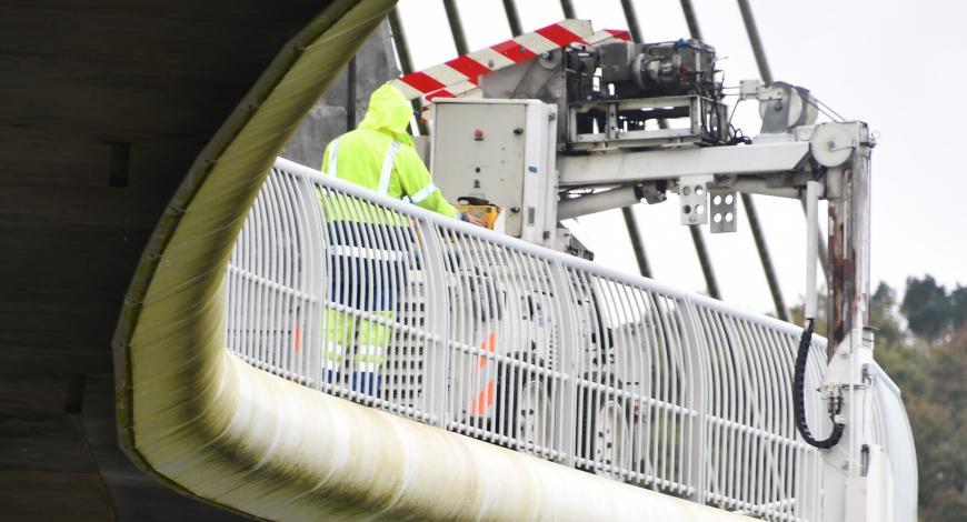 Inspection du tablier du pont de Térénez avec la passerelle Epsilon.