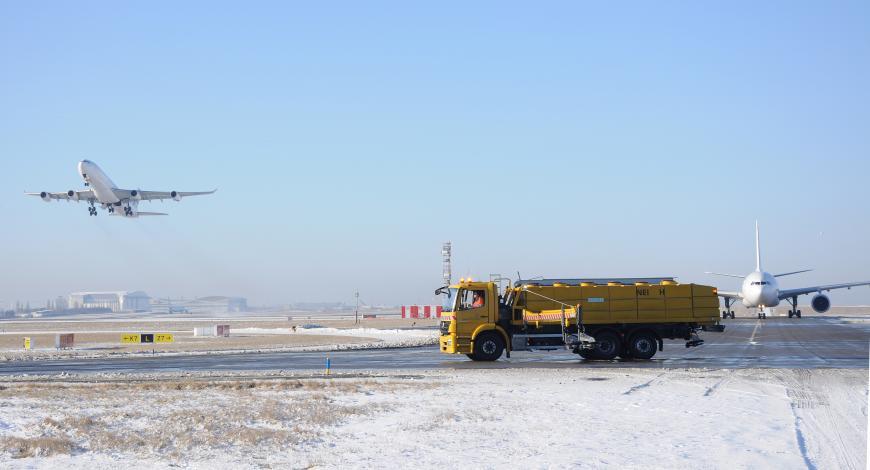 Opérations aériennes et aéroportuaires en conditions hivernales.