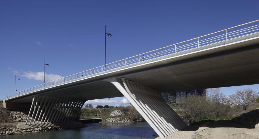 Le pont de la République, à Montpellier, relie le nouveau centre-ville Port Marianne aux anciens quartiers.