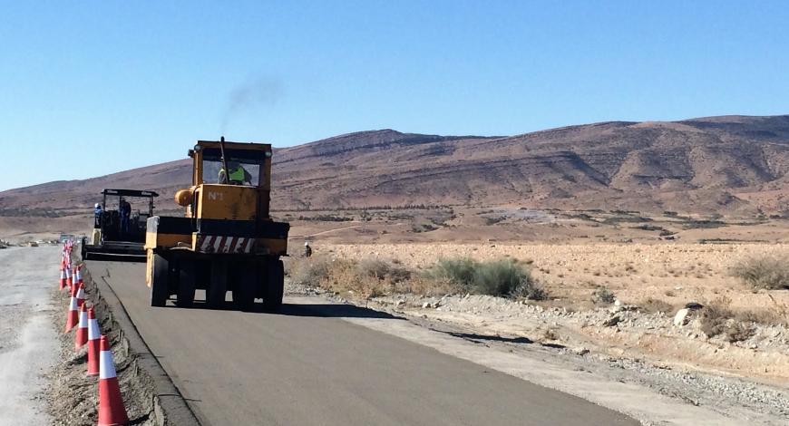Mise en œuvre de béton compacté routier (BCR) à M'Sila.