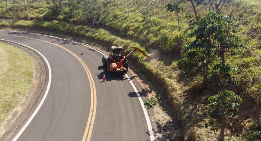 Bras de fauchage/débroussaillage Optima M57T au Brésil.