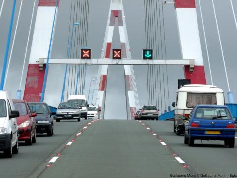 Le déplacement pendulaire fortement marqué pour le pont de Saint-Nazaire a favorisé les réflexions de voies réversibles.