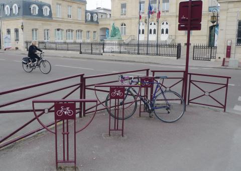 Appuis vélos à Sceaux.