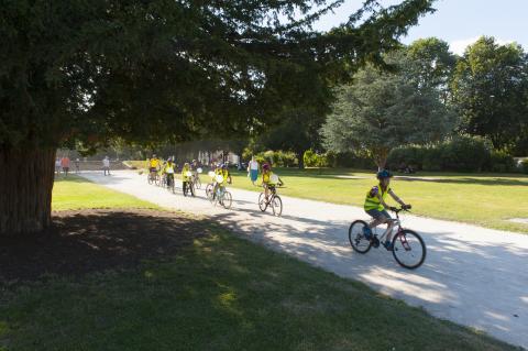 Arrivée des enfants à la remise du permis cycliste.