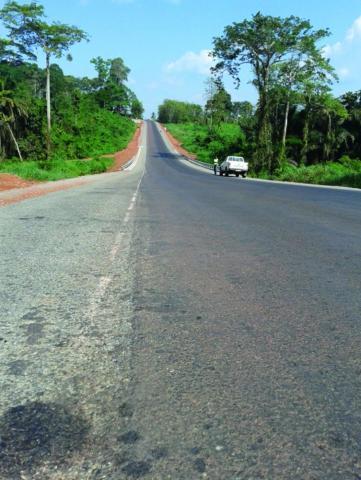 La route Akoupé-Kotobi-Bongouanou après les travaux entrepris par Razel-Bec.