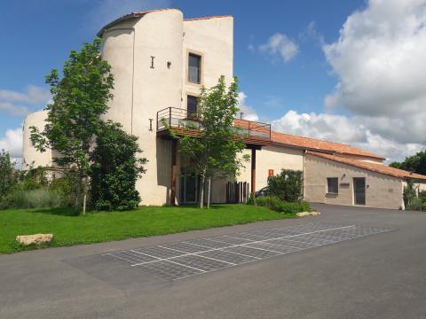 Dans l'Aveyron, Wattway alimente le gîte municipal de Saint-Jean- d'Alcapiès pour une utilisation locale (autoconsommation).
