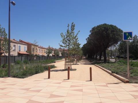 Aménagement d'une voie verte à l'entrée de Miramas sur 1 km.
