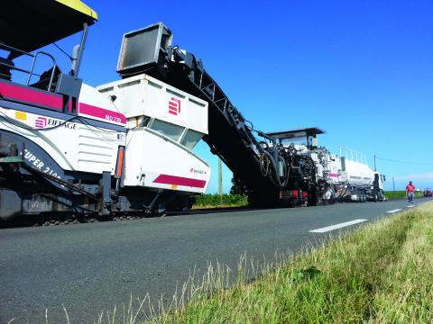 Mise œuvre du procédé Recytal- ARM sur la RD 670, en Gironde.