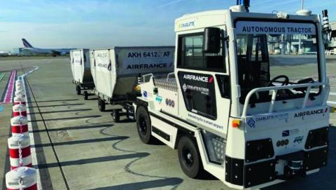 L'objectif des tracteurs à bagages autonomes est de rendre les flux logistiques des grands aéroports plus efficaces et plus sûrs.