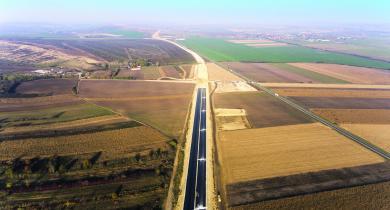 Vue d'ensemble de la grave traitée aux liants hydrauliques sur l'autoroute M30.