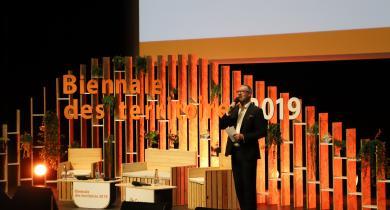 Le journaliste Alex Taylor a animé les débats qui se sont tenus lors de la Biennale des territoires.