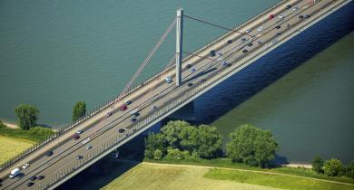 Le pont de Leverkusen franchissant le Rhin.