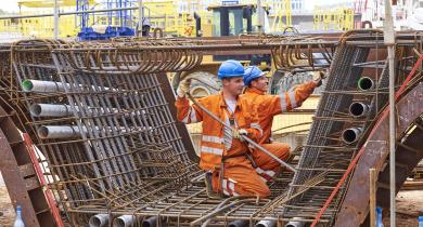 La Construction 4.0 consiste à réinventer l'industrie du BTP pour répondre aux grands défis du secteur. Moyennant certaines précautions, la prévention et les conditions de travail devraient s'en trouver améliorées.