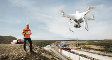 Le drone d'arpentage haute précision Phantom 4 RTK offre une navigation et un positionnement au centimètre près.